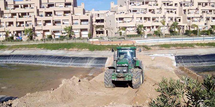Ejecución de muro separador en lago y actuaciones en pantanos en Urbanización Condado de Alhama, Alhama de Murcia (Murcia)