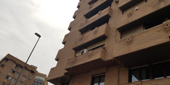 Reparación de jardineras en balcones de edificio en Avda. Juan Carlos I de Murcia