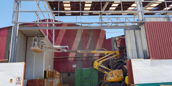 Limpieza e imprimación de estructura metálica y sustitución de cubierta en nave existente en Molina de Segura (Murcia)
