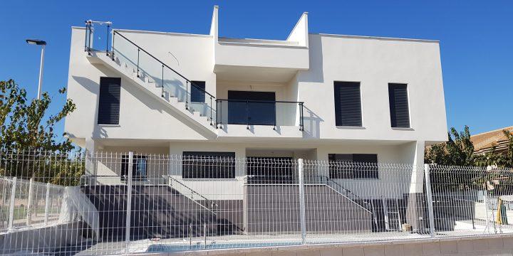 Edificio de 13 viviendas, aparcamientos, trasteros y piscina en Los Alcázares (Murcia)