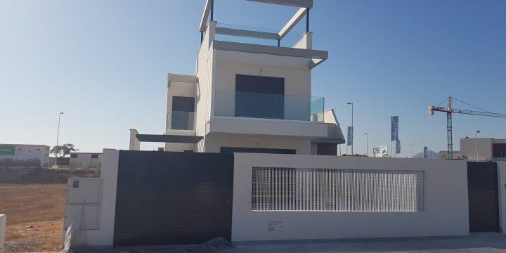 Vivienda unifamiliar y piscina en Roda Golf & Beach Resort, San Javier (Murcia)