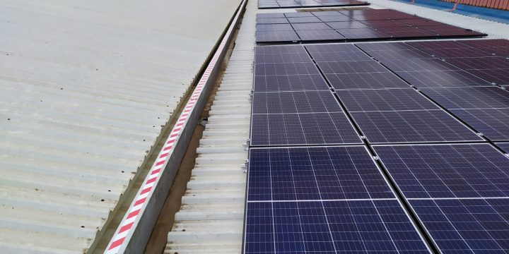 Instalación fotovoltaica para autoconsumo instantáneo de 29,5 kWp en industria de productos alimenticios en Llano de Brujas, Murcia