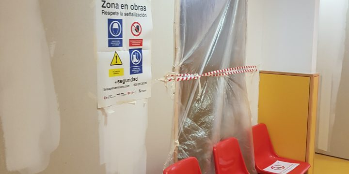 Adecuación de dos salas de espera para consultas en Centro de Salud Dr. Antonio García de Molina de Segura (Murcia)