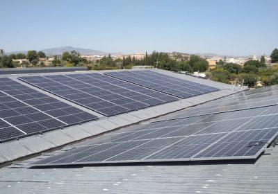 Tres instalaciones fotovoltaicas para autoconsumo de 85,68 kWp, 96,60 kWp y 143,64 kWp.